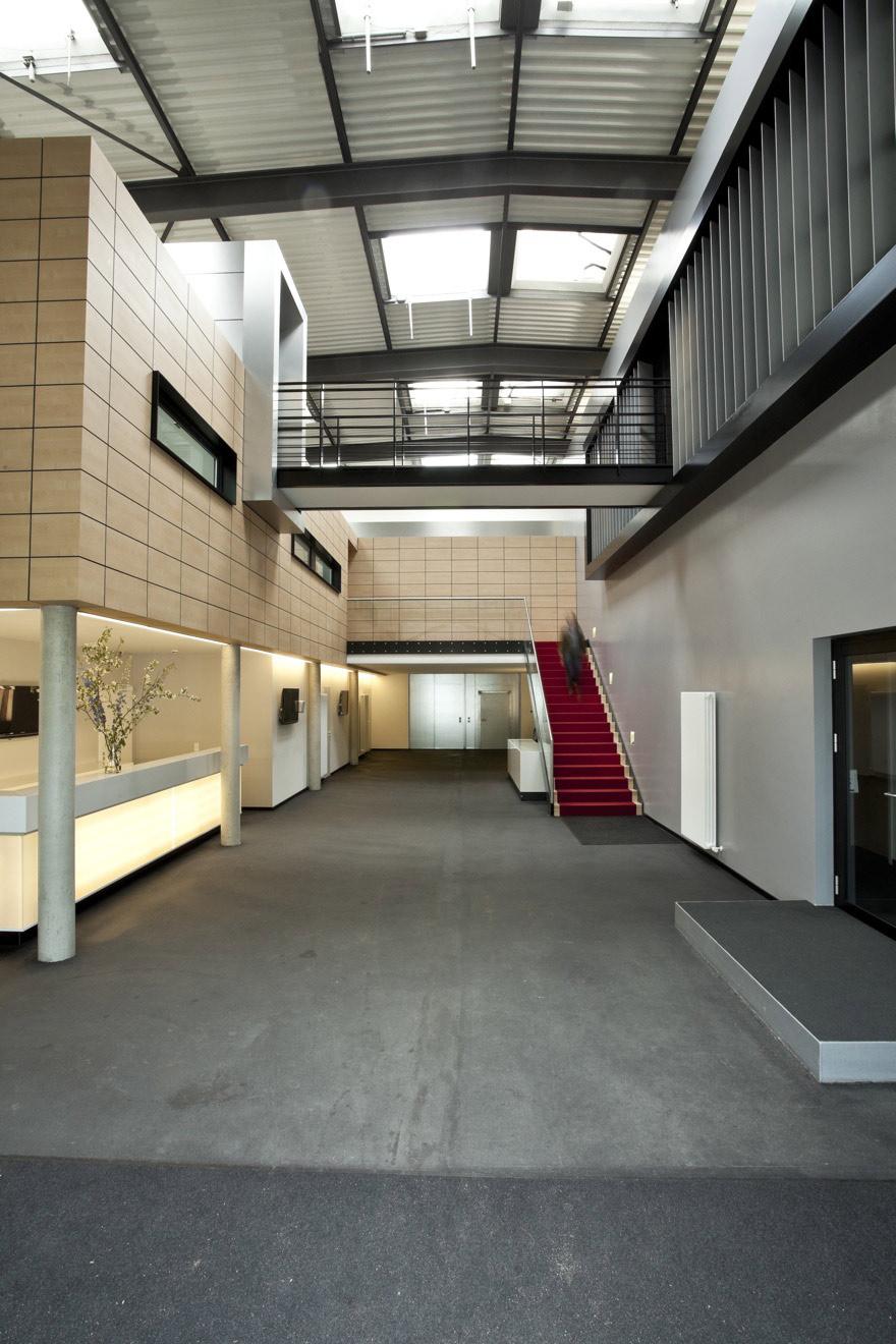 S1-Foyer-Eingang-dunkler